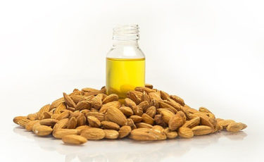 almond oil with almonds